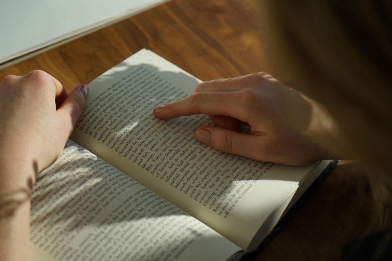 8 cách đọc sách đơn giản để cải thiện tiếng Anh